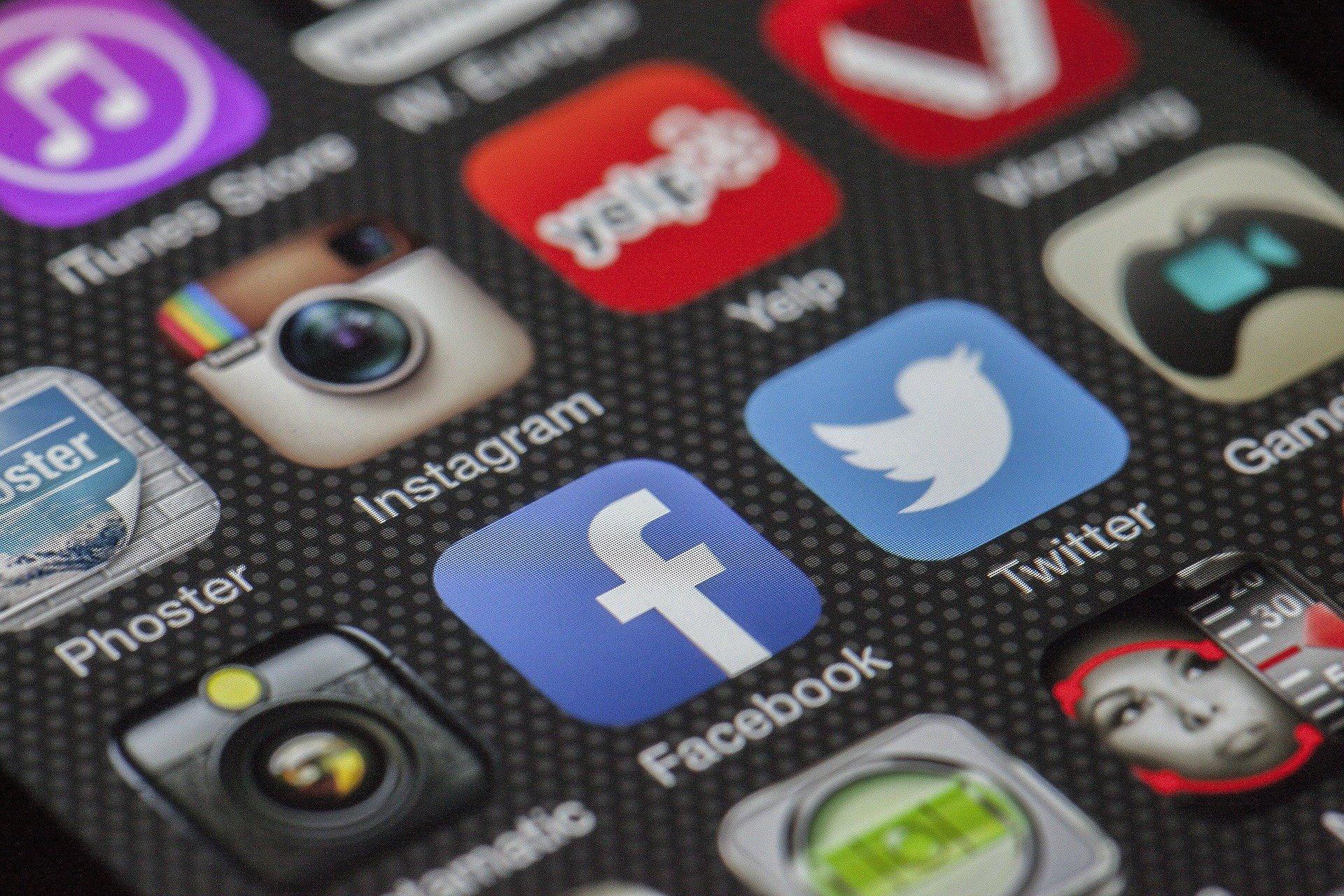 skærm med sociale medier