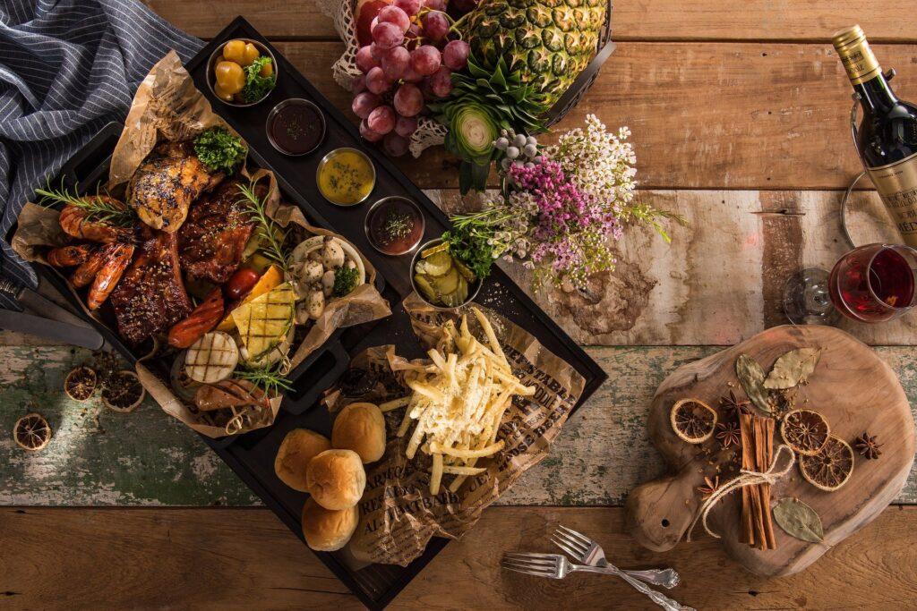 mad på et bord